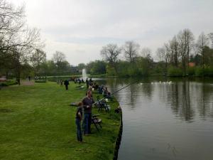 Viswedstrijd tijdens Koninginnedag